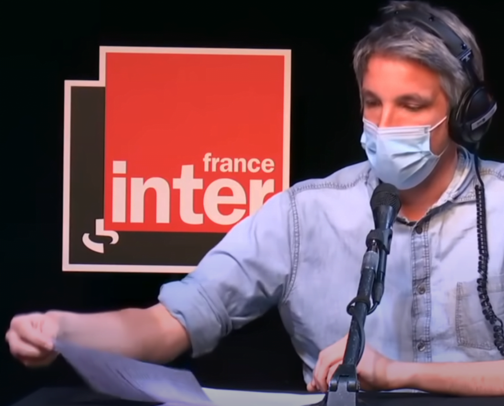 Feuille de papier à la radio (source France Inter)